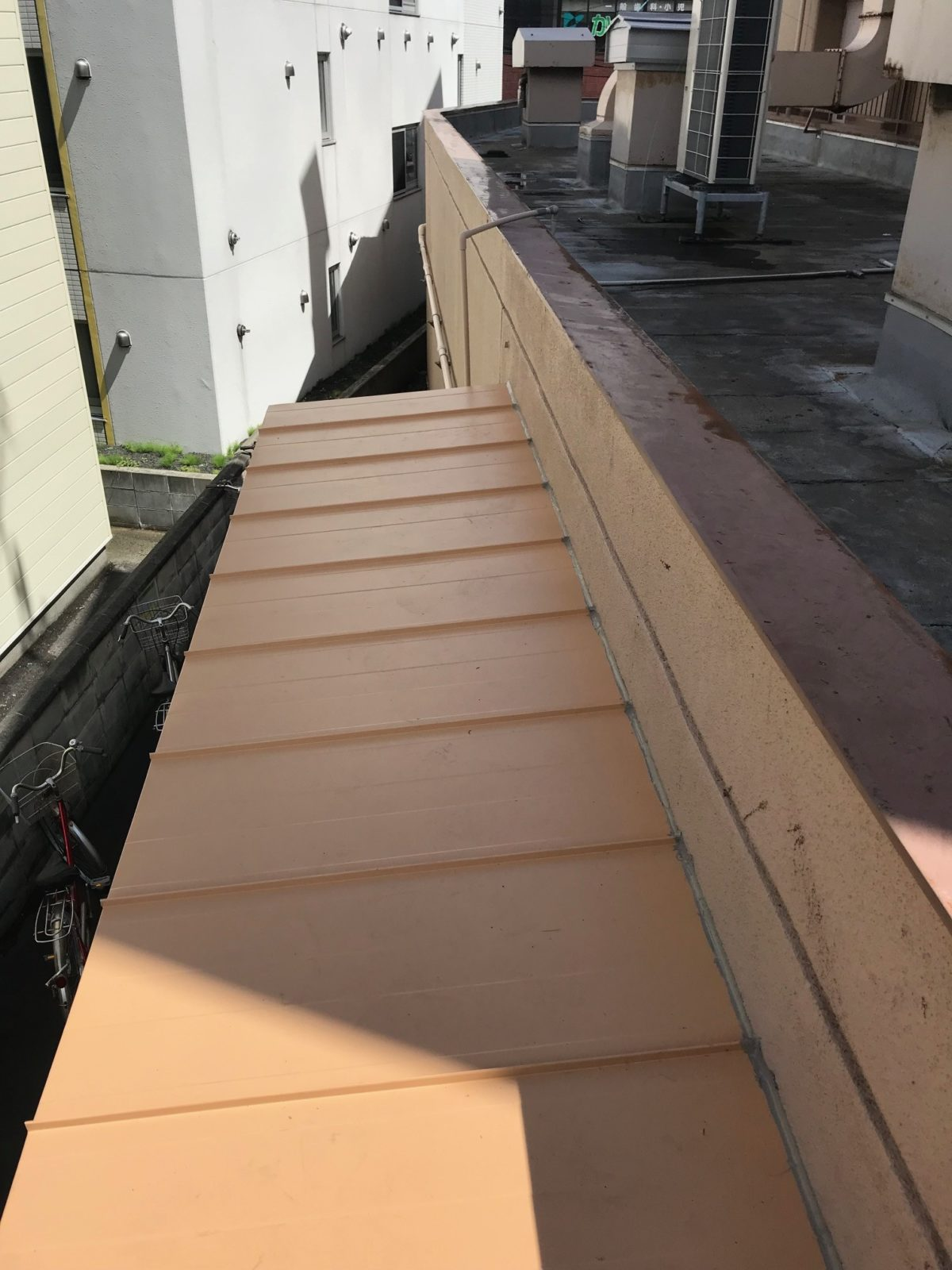 屋根下地張り替え後板金施工